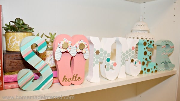 Hello Summer Painted Blocks {www.homemadeinterest.com}