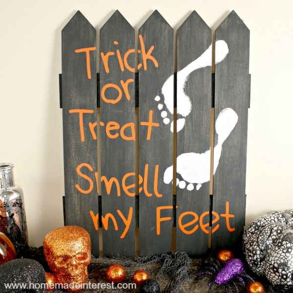 Have fun making this simple Halloween craft with your kids. Bonus you have a fun piece of Halloween decor to decorate the house with!