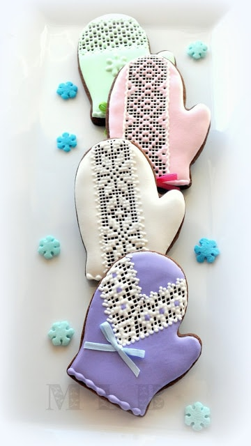 The cutest iced Christmas cookies to make for the holidays. Decorate the cookies with your kids and get in to the spirit of Christmas. Perfect for gift baskets, teacher gifts or for the family to enjoy.