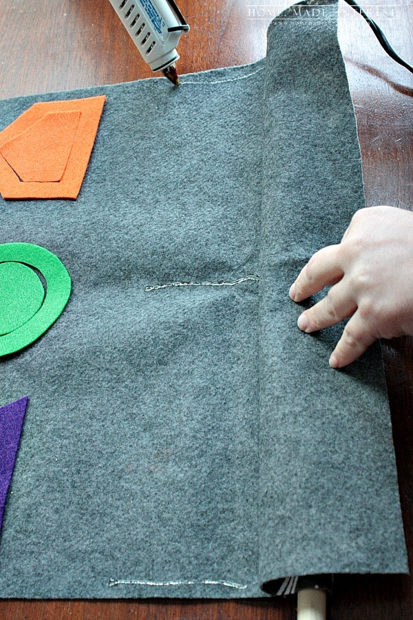 This felt activity board is fun for kids. You can make any type of activity out of the felt shapes. It is a great learning game for kids.