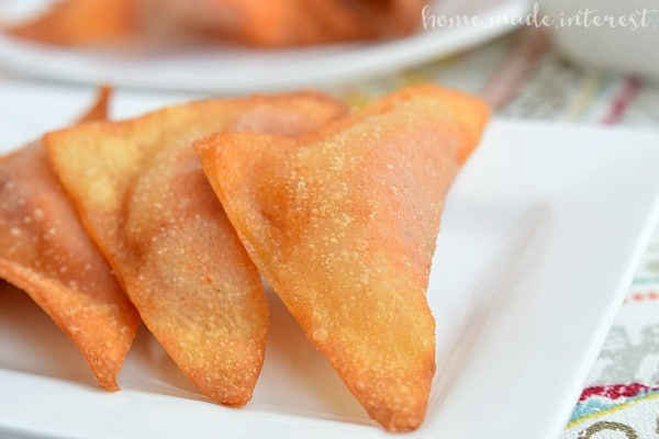 These Pizza Wontons are a fun pizza snack for kids of all ages. Everyone will love this crunchy wonton filled with pizza sauce, cheese, and pepperonis!