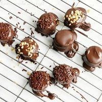 These chocolate covered peanut butter banana bites are an easy snack recipe for kids and adults! Use an all natural peanut butter to sandwich between your banana slices and cover it with a layer of dark chocolate for a bite size natural dessert or snack recipe that the whole family will love.