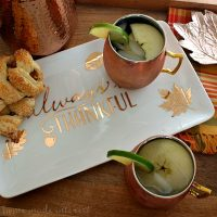 Apple Cider Mule - This Apple Cider Mule is going to be your favorite fall drink recipe! Apple Cider, vodka and ginger beer combined to make a fall moscow mule. Need a Halloween party cocktail or Halloween drink recipe? Your friends are going to love this fall cocktail recipe!