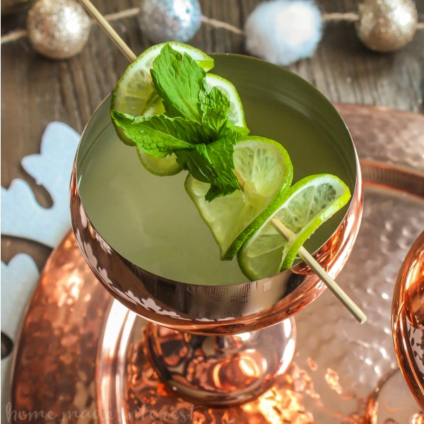 The Moscow Mule has become very trendy. This New Year's party make a toast with a Champagne Moscow Mule. Pop the bubbly when you count down and pour yourself a delicious Moscow Mule with a twist. This Champagne Moscow Mule recipe is the perfect fizzy drink to serve at your Christmas or New Year's Party.