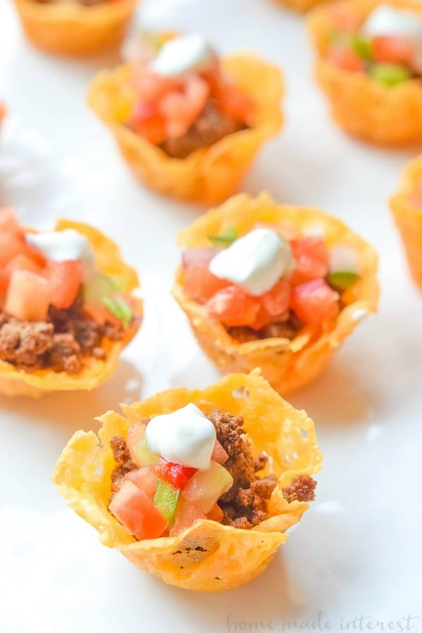 Making easy football party appetizers will be your best defense on game day. These great game day recipes are the ultimate way to score on Super Bowl Sunday from easy sliders to tater tot cups.