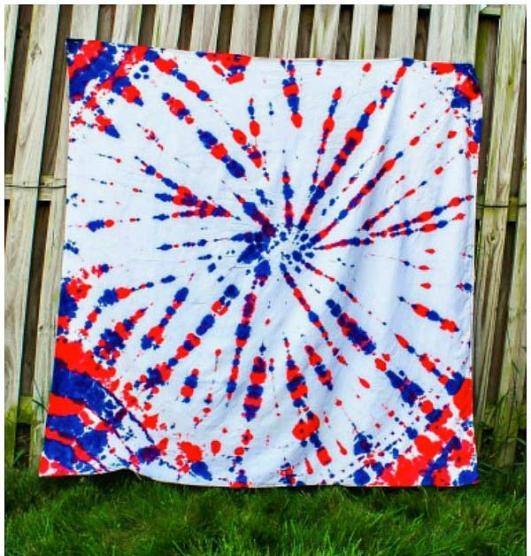 Patriotic Tie-Dye Blanket | This red, white, and blue tie-dye blanket is a fun summer project for kids that turns an old tablecloth into a patriotic picnic blanket or a patriotic tablecloth for all of those 4th of July, Memorial Day, and a Labor day parties!