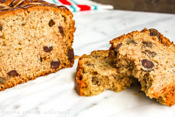 Peanut Butter Chocolate Chip Banana Bread | This easy banana bread recipe is a great way to use up those overripe bananas. Peanut Butter Chocolate Chip Banana Bread uses overripe bananas, peanut butter, and chocolate chips to make a moist banana bread. This easy quick bread recipe make a great snack recipe or dessert recipe!