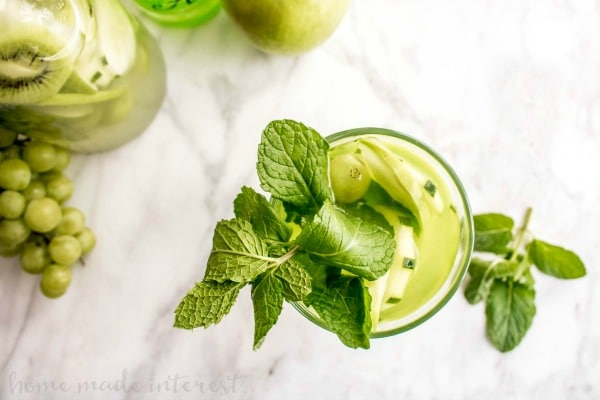 Green Goddess Hard Lemonade | This adult lemonade recipe is an easy summer cocktail recipe that everyone will love. Green Goddess Hard Lemonade mixes fresh lemonade with fruits and vegetables for a summer drink recipe you won't forget.