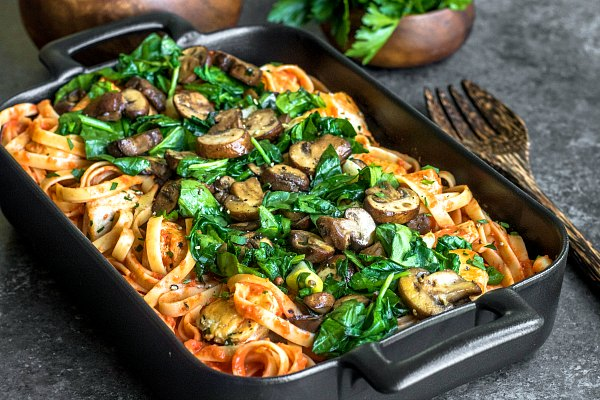 mushrooms and spinach over roasted red pepper pasta