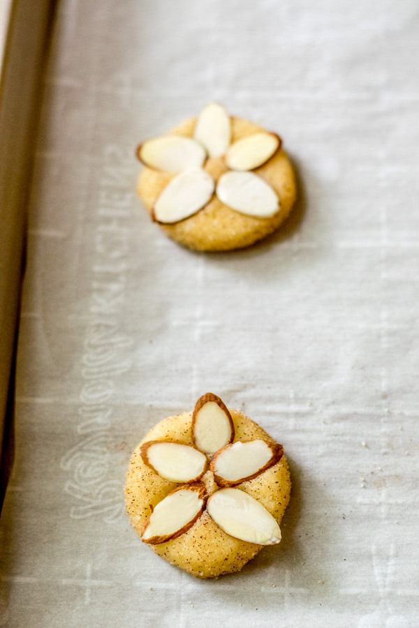 how to make Sand Tart Cookies topped with almonds